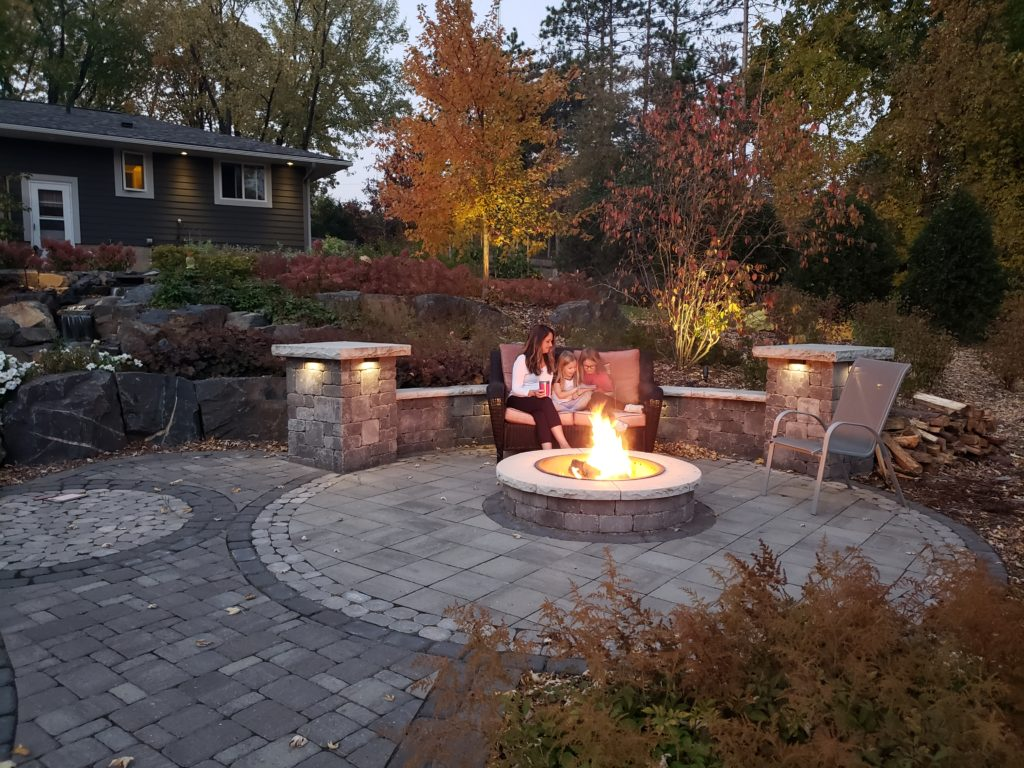 landscaping trends - Stone Fire Pit